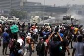 Thủ lĩnh đối lập tuyên bố đảo chính, thủ đô Venezuela thành chảo lửa