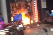Tranh chấp nuôi con, chồng tẩm xăng đốt cửa hàng của vợ