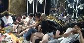 Bắt quả tang 21 thanh niên bay lắc xuyên đêm trong quán karaoke Dubai