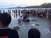 Cứu hai học sinh đuối nước nguy kịch