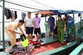 Bắt giữ 2 tàu khai thác thủy sản trái phép