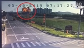 CLIP Khoảnh khắc tiêm kích bom Trung Quốc đâm đầu xuống đất nổ tung