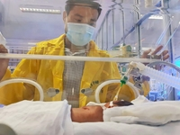 Tình hình sức khỏe bé Bình An - con người mẹ từ chối điều trị ung thư ra sao