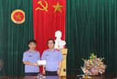 Viện KSND tỉnh Nghệ An trao quà cho cán bộ có hoàn cảnh đặc biệt khó khăn