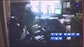 Clip ghi lại cảnh đối tượng bịt mặt cướp ngân hàng tại Phú Thọ