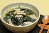 Đầu tuần nấu canh rong biển thịt bò thanh mát bổ dưỡng