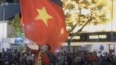 Cổ động viên tiếc nuối khi tuyển Việt Nam thua trong loạt penalty