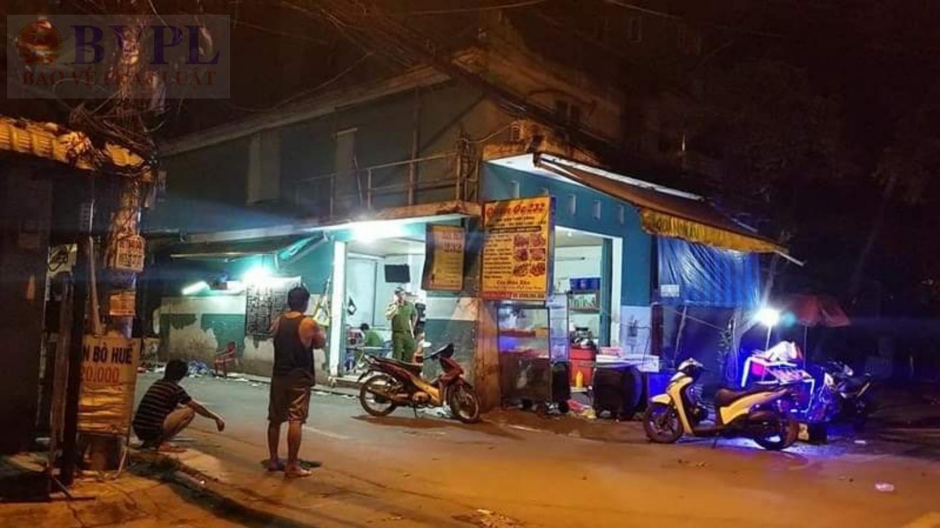 BVPL: Hai thanh niên hùng hổ vác mã tấu lao vào quán nhậu