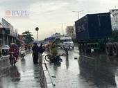 Xe máy chạy vào làn ô tô, hai công nhân bị xe tải tông chết thảm