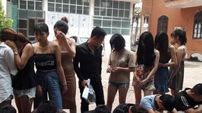 Phát hiện 9 thiếu nữ thác loạn với 15 thanh niên trong karaoke Bạch Dương