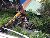 Hãi hùng cảnh tai nạn trên cầu Hàm Luông- Bến Tre, hai xe ô tô rơi khỏi cầu