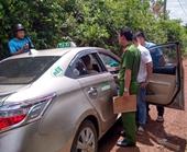Tài xế taxi bị vị khách kề dao vào cổ cướp tài sản