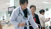 Nghẹt thở cứu sống bé sơ sinh bị đẻ rơi ngưng tim 20 phút