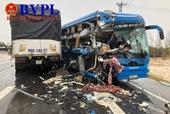 Xe khách đấu đầu xe tải nhiều người nhập viện