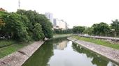 Nước sông Tô Lịch bỗng xanh kỳ ảo khi Hà Nội mở cửa xả nước Hồ Tây