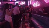 Đột kích nhiều quán bar, thu giữ hơn 10 000 quả bóng cười ở phố cổ Hà Nội