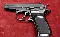 Chiến sĩ công an phường lấy súng của sếp mang đi bán