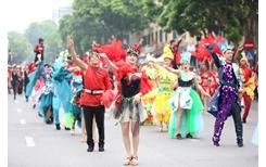 Soi dàn trai xinh gái đẹp trong Carnival đường phố Hà Nội