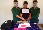 Bắt đối tượng người Lào vận chuyển 24 000 viên ma túy tổng hợp