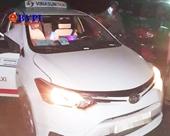 Bắt khẩn cấp 2 đối tượng cứa cổ tài xế Vinasun trong đêm ở Long An