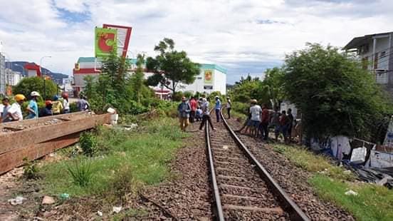 Hy hữu 2 vụ tai nạn đường sắt liên tiếp xảy ra với tàu SE7, 2 người thương vong