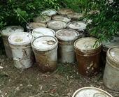 Công an Hải Phòng điều tra 28 thùng hóa chất thả xuống sông