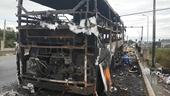 Xe giường nằm chở 40 người bất ngờ bốc cháy, hành khách hoảng loạn