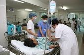 Lại có thêm 15 người nhập viện nghi ngộ độc do ăn bánh mì vỉa hè