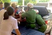 Một cô giáo bị chồng cũ chém đứt gần lìa 2 bàn tay vì tranh chấp đất đai