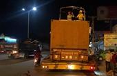 Xe container chở ca nô vướng gầm cầu cao tốc khiến một người tử vong