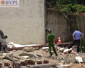 Đứng tránh nắng, 2 công nhân bị bức tường đè tử vong