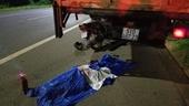 Nam thanh niên lái mô tô húc đuôi xe đậu bên đường chết tại chỗ