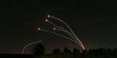 Israel bị dội hỏa lực trong đêm, phòng không Vòm sắt lại lập công lớn
