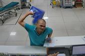 Bệnh nhân say rượu đập phá bệnh viện hành hung nhân viên y tế