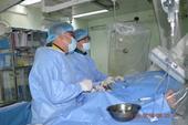 Thoát chết trong gang tấc, bệnh nhân người nước ngoài thán phục các bác sĩ Việt Nam