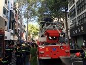 Đập cửa giải cứu 2 người trong đám cháy, một chiến sĩ Cảnh sát bị thương