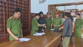 Bắt tạm giam chủ xưởng gỗ tàng trữ hàng chục khối gỗ lậu