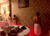 """Đột kích động massage có nhiều """"hotgirl"""" khỏa thân kích dục cho khách"""