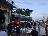 Xe khách Thành Bưởi đâm vào cửa hàng bán gas khiến cả khu cư dân náo loạn