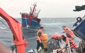 Tàu Kiểm ngư 410 cứu 46 ngư dân trên tàu cá mắc cạn tại Trường Sa