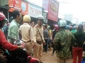 Vụ hàng trăm người dân vây quanh xe CSGT Khởi tố, bắt tạm giam 4 đối tượng