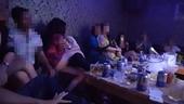 Lại phát hiện trai phố cùng gái bản thác loạn trong karaoke
