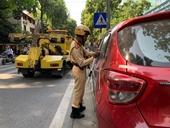 CSGT xử lý xe vi phạm đỗ quanh các trụ sở cơ quan Công an