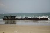 Tàu không số bí ẩn dạt vào vùng biển Quy Nhơn