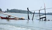 Tàu cá phát nổ trên biển, 12 người bị chết và bị thương
