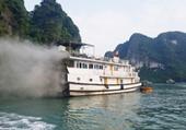 Chở khách đi thăm vịnh Hạ Long, tàu du lịch bỗng nhiên bốc cháy gần hang Sửng Sốt
