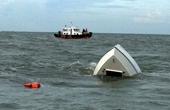 Tàu du lịch chở khách chìm tại vịnh Nha Trang