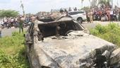 Trục vớt xe Mercedes dưới kênh, phát hiện 3 người tử vong bên trong