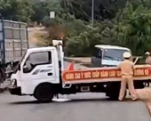 Tài xế lái xe ô tô lao thẳng vào tổ CSGT bị cáo buộc tội giết người
