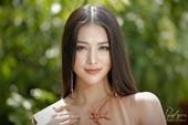 Hoa hậu Phương Khánh mặc thanh lịch vẫn nổi bật đường cong đẹp hút ánh nhìn